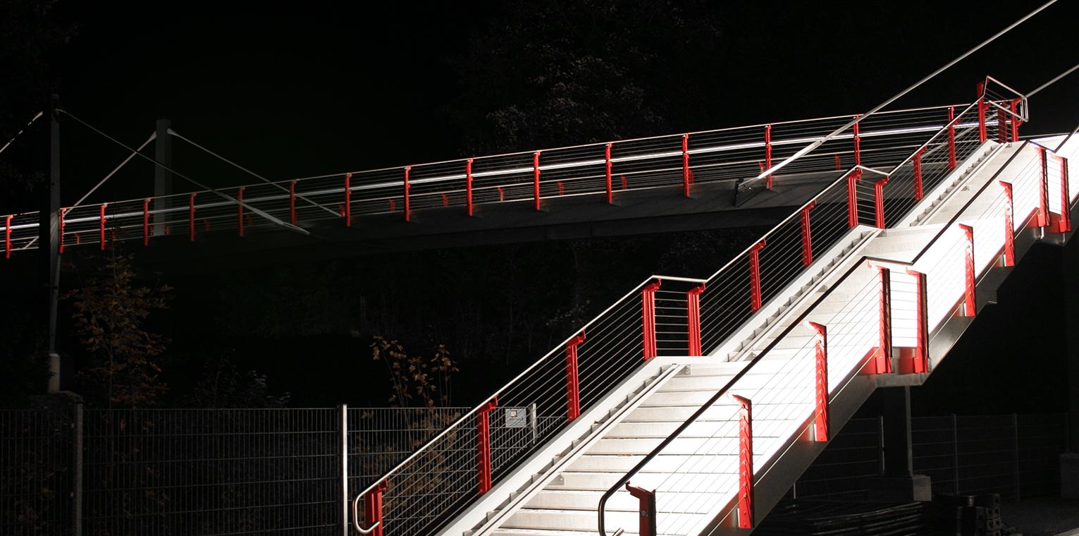 Maßgeschneiderte LED-Technik-Lösungen & 2.5D fräsen auf CNC-Portalfräse